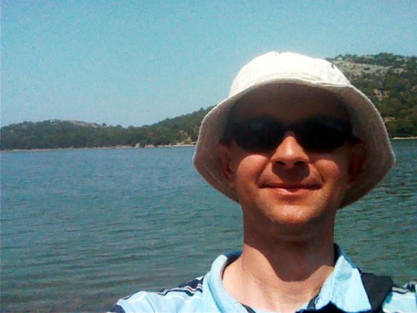 Moja fotka s jazerom - dôkaz, že som tu bol :-).
