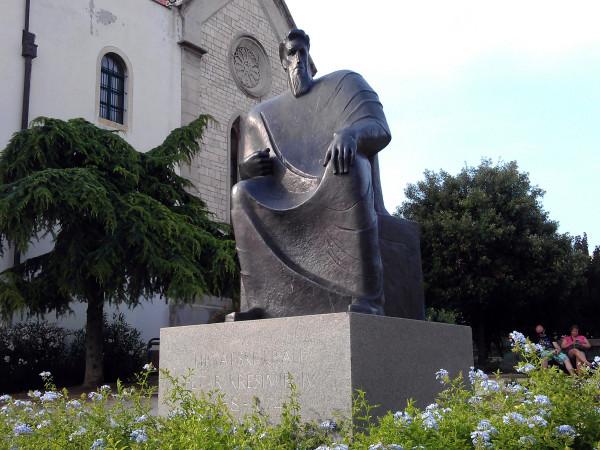 Rozdiel rokov na soche: 1074-1058=16 a potom -10=6