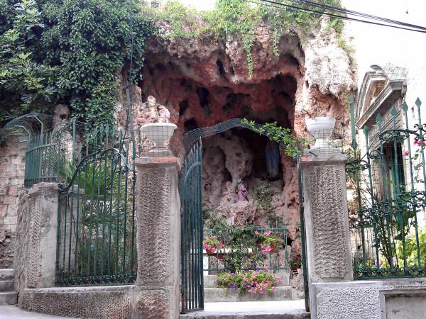Jaskyňa so sochou sv, Márie. Farba plotu: zelená. Inak aj miesto jednoduchej kešky, ktorú sme dokonca našli :-) - GC322PD - Gospina spilja