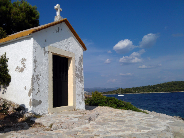 Kaplnka na ostrove Prvić.