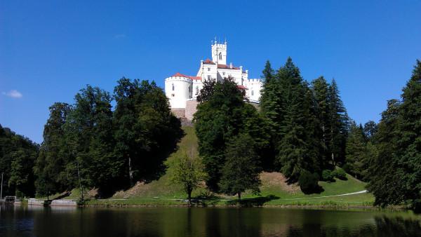 Pohľad na hrad Trakoscan od kešky.