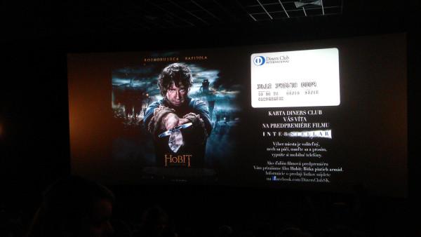 Úvodný obrázok pred filmom Interstellar. Áno, na obrázku je Hobit - to je len upútavka na ďalší film, ktorý si budeme môcť pozrieť v predpremiére cez DC.