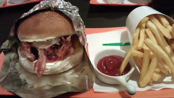 Strýko Burger neďaleko železničnej stanice Lamač - to je super žrádlo za dobré ceny!