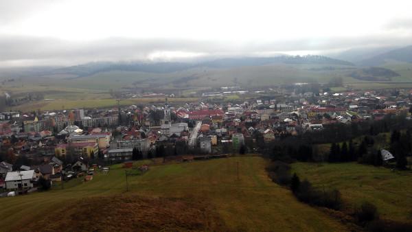 Výhľad na mesto Trstená z kopca neviem akého, toho kde je vysielač :-).