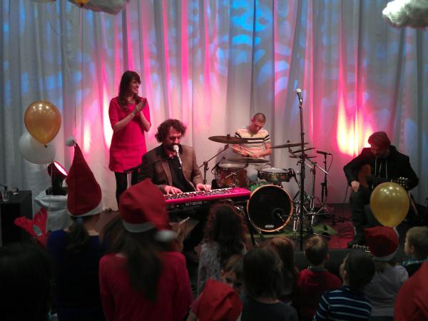 Na večierku nám hral a spieval Marián Čekovský.