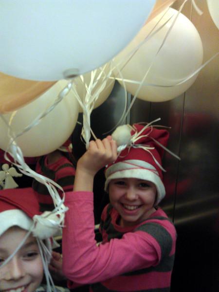 Super balóny, čo po tme svietia! Máme ich plný výťah, plný kufor auta :-)