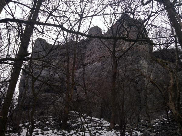 Výhľad na hrad Pajštún smerom od kešky.