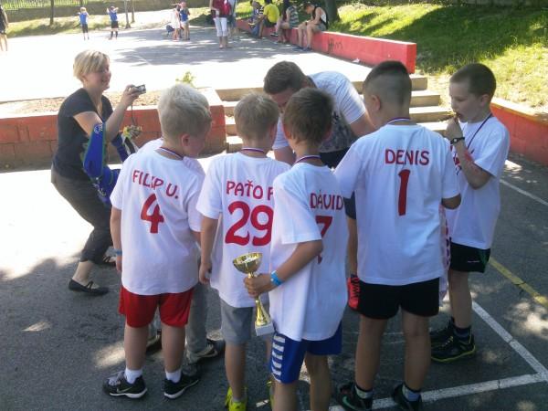 Prípravu na turnaj brali rodičia vážne a tak mal každý hráč nielen svoje tričko so škorpiónom na hrudi, ale aj so svojím menom a číslom na chrbte.
